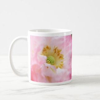 Amapola rosada etérea taza