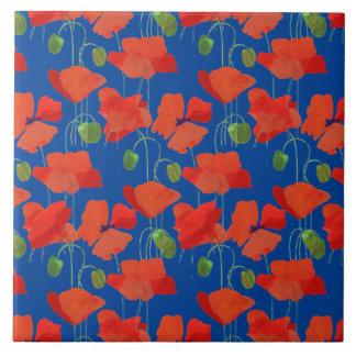 Amapolas brillantes del escarlata en estampado de azulejo cuadrado grande