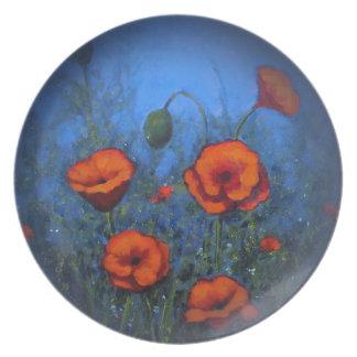 Amapolas rojas en el azul profundo, arte floral platos para fiestas