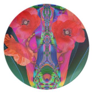 Amapolas rojas en un florero colorido de la platos de comidas