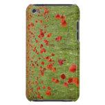 Amapolas rojas que florecen en campo cubierta para iPod de barely there