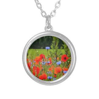 Amapolas y Cornflowers Collar Plateado