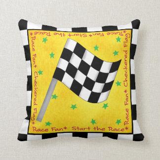 Amarillo a cuadros blanco negro de la bandera del almohadas