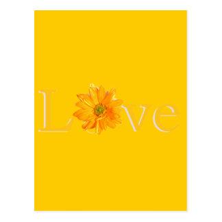 "Amarillo ""amor"" con la margarita amarilla tarjeta postal"