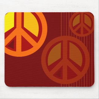 Amarillo anaranjado rojo de la paz del símbolo tapete de raton