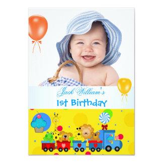 Amarillo azul del primer tren del cumpleaños del anuncio