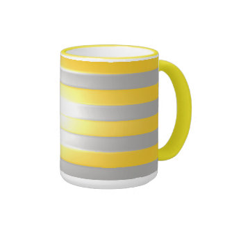 Amarillo brillante con las barras de plata taza