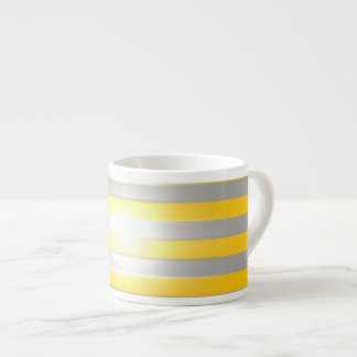 Amarillo brillante con las barras de plata tazita espresso