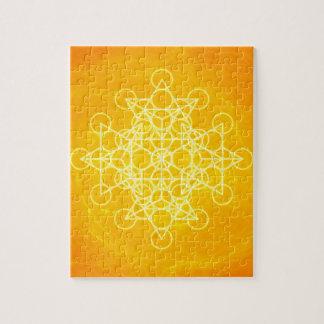 Amarillo brillante de la geometría sagrada de la m puzzles