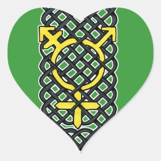 Amarillo céltico del símbolo del transexual pegatina de corazón
