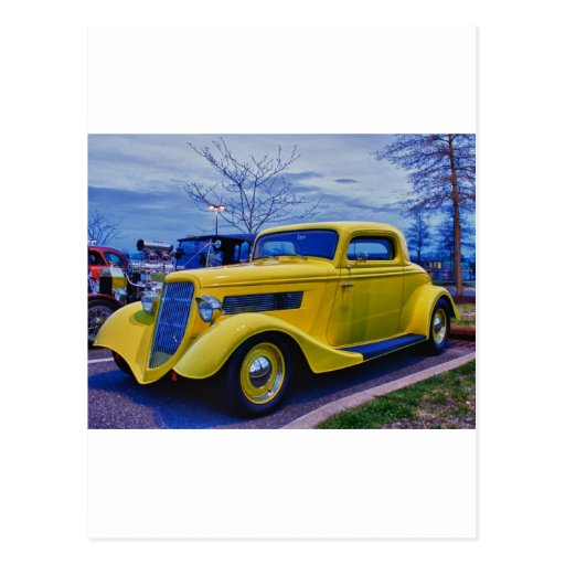 Amarillo clásico del coche de carreras de HDR Tarjetas Postales