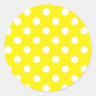 Amarillo con los lunares blancos pegatina redonda