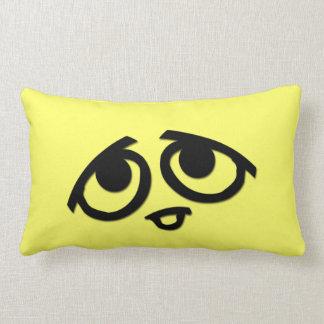 Amarillo con los ojos cojines