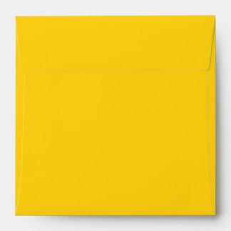 Amarillo cuadrado del sobre