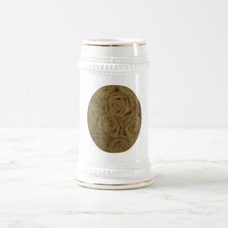 Amarillo de la mostaza jarra de cerveza