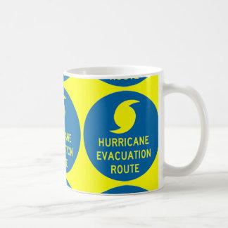 amarillo de la ruta de la evacuación del huracán taza de café