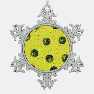 amarillo de la sandía con las semillas adorno de peltre en forma de copo de nieve