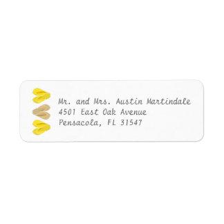 Amarillo de los corazones del flip-flop de la play etiqueta de remitente