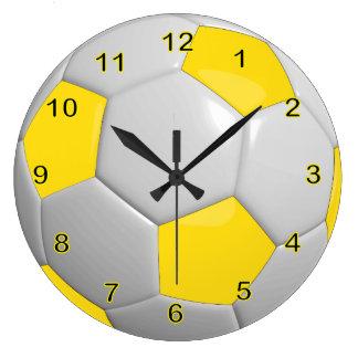 Amarillo del balón de fútbol el   reloj redondo grande