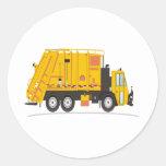 Amarillo del camión de la basura pegatinas redondas