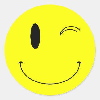 Amarillo del KRW que guiña la cara sonriente Pegatina Redonda