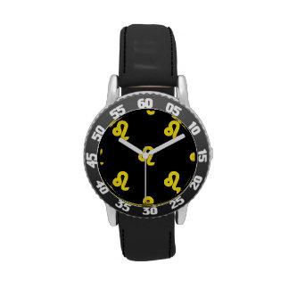 Amarillo del modelo de Leo Reloj