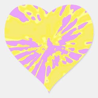 Amarillo del modelo del chapoteo y diseño abstract calcomania corazon