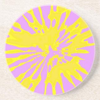 Amarillo del modelo del chapoteo y diseño abstract posavaso para bebida