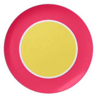 Amarillo del plátano en solo punto de la flor plato