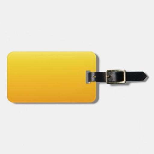 Amarillo eléctrico a la pendiente horizontal de la etiqueta de equipaje