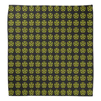 Amarillo en mini pañuelo estupendo negro del pentá bandana