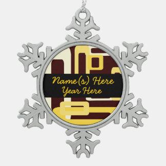 Amarillo estilizado de los rectángulos adorno de peltre en forma de copo de nieve