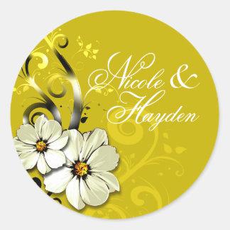 Amarillo floral adornado del favor el | del pegatina redonda