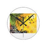 Amarillo floral splotch.png del pájaro del árbol reloj
