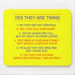 Amarillo fraternal de las preguntas de los gemelos tapete de ratones