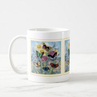 Amarillo hermoso del capítulo de las mariposas taza de café