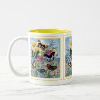 Amarillo hermoso del capítulo de las mariposas taza de café de dos colores