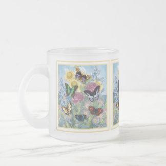 Amarillo hermoso del capítulo de las mariposas taza de café esmerilada
