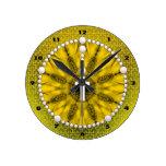 Amarillo ideal del colector del rosario relojes