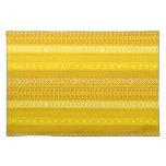 Amarillo intrépido y oro tribales mantel