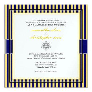 "Amarillo llano+rayas de azules marinos que casan invitación 5.25"" x 5.25"""