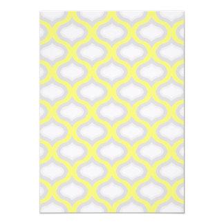 Amarillo moderno y sombras de la invitación gris