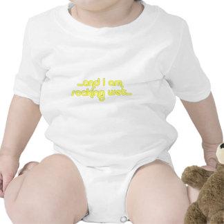 Amarillo mojado de impregnación traje de bebé