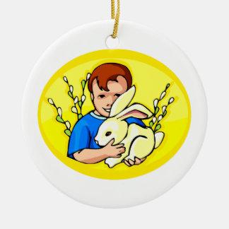amarillo oval.png del conejo del muchacho w adorno redondo de cerámica