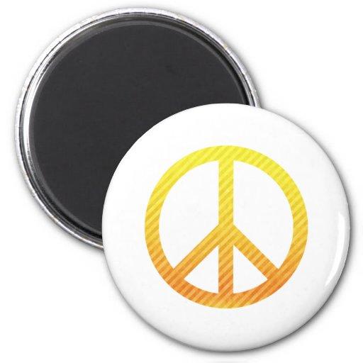 Amarillo rayado del símbolo de paz imán redondo 5 cm
