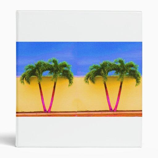 Amarillo retro del cielo de dos árboles de la palm