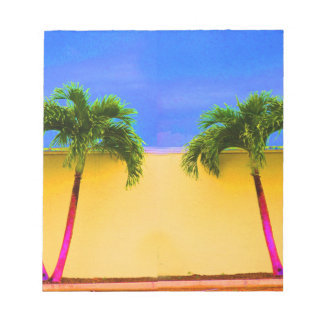 Amarillo retro del cielo de dos árboles de la palm bloc