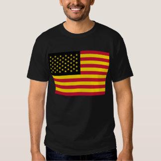 Amarillo rojo del negro retro de la bandera poleras