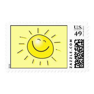 Amarillo sonriente de Sun de la cara feliz Timbres Postales