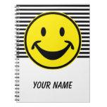 Amarillo sonriente divertido y rayas + su backg. y cuaderno